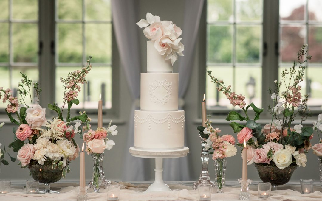 5 Things to Consider Before Choosing Your Wedding Cake