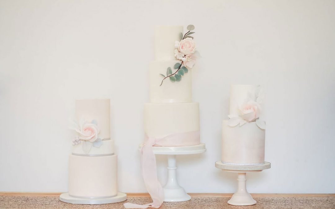 Different Types of Wedding Cake Icing (and how to choose the right type for your wedding)